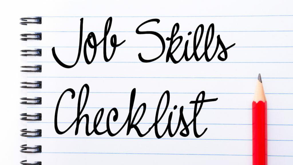 右側の赤鉛筆でノートページに書かれたジョブスキルチェックリスト