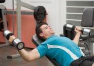 インクラインダンベルフライの正しいフォームとやり方で大胸筋上部を徹底に鍛える