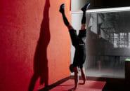 ハンドスタンドプッシュアップで肩を鍛える!自重トレーニング実践